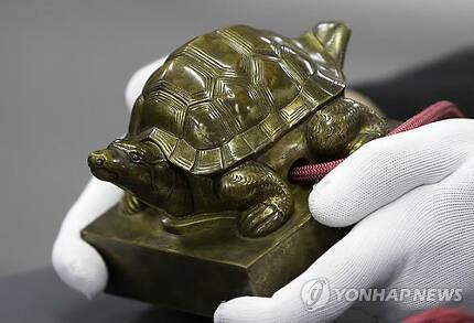 2015년 4월 국내로 돌아온 덕종 어보. [연합뉴스 자료사진]