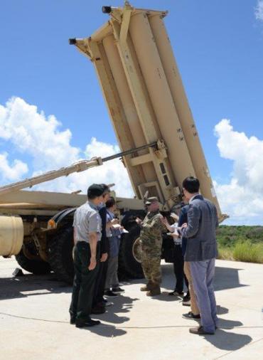 사드(고고도미사일방어체계.THAAD)의 전자파 유해성 논란이 거센 가운데 미군이 미국 태평양 괌 기지에 배치된 사드 포대를 사상 처음으로 한국의 국방부 관계자와 언론에 2016년 7월18일 공개했다./사진=괌 미 36비행단 제공