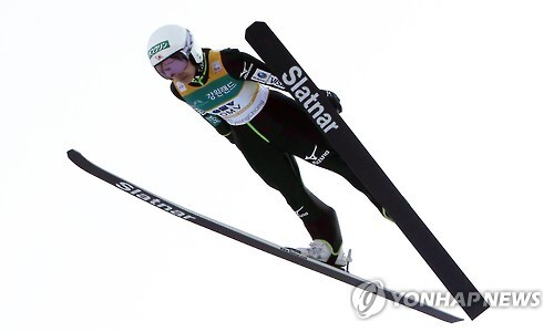 점프하는 스키점프 '여제'      (평창=연합뉴스) 이상학 기자 = 16일 오후 강원도 평창 알펜시아 올림픽 스키점프센터에서 열린 2017 FIS 스키점프 월드컵 여자 예선에 참가한 다카나시 사라(일본)가 점프하고 있다. 2017.2.16      hak@yna.co.kr