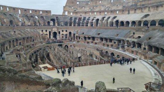 로마의 콜로세움. 2000년이 지난 현재도 튼튼한 이유는 화산재를 섞은 콘크리트 덕분이다. [신인섭 기자]
