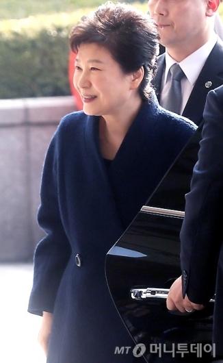 박근혜 전 대통령이 21일 오전 서울중앙지검에 피의자 신분으로 출석했다./사진=홍봉진 기자