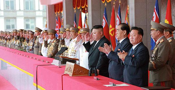 ⓒEPA 4월16일 북한 김정은 위원장이 김일성 주석의 생일을 맞아 개최된 열병식에 참석했다.