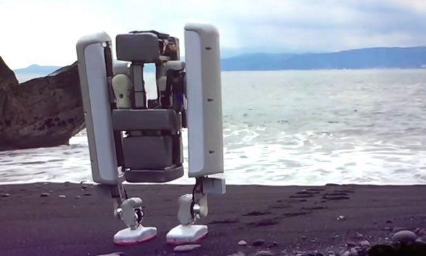 일본 샤프트가 처음 공개한 2족 로봇. 유튜브 갈무리