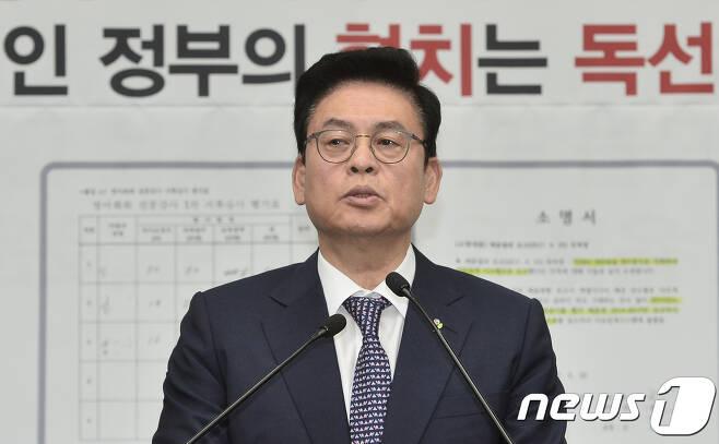 정우택 자유한국당 대표 권한대행 겸 원내대표. 뉴스1 © News1 민경석 기자
