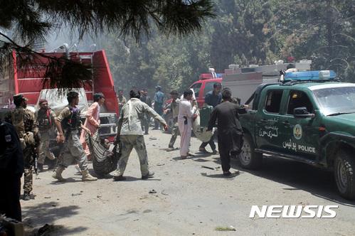 【라슈카르가=AP/뉴시스】 아프가니스탄 남서부 헬만드주에서 6월22일 발생한 자살폭탄 차량 테러로 최소 30명이 사망했다.  2017.06.23