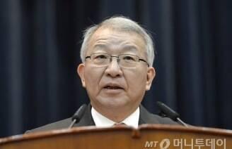 대법원장은 왜 '지금' 이정미 재판관 후임을 지명하나?