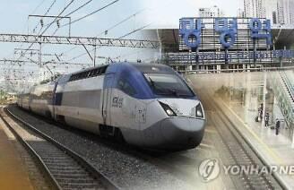 """""""의료진 없나요"""" 방송에 한달음..열차서 생명 구한 의사들"""