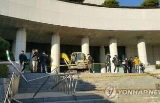 '최순실에 격분' 검찰청 돌진 포클레인 기사 1심 실형