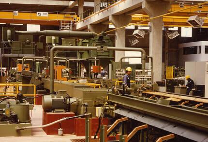 삼미그룹이 2003년 새로 건립한 특수강 종합 가공센터 공장 내부 설비. [사진 중앙포토]