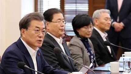 문재인 대통령이 4일 오후 청와대 여민관에서 열린 수석보좌관회의에서 발언하고 있다.고영권기자youngkoh@hankookilbo.com