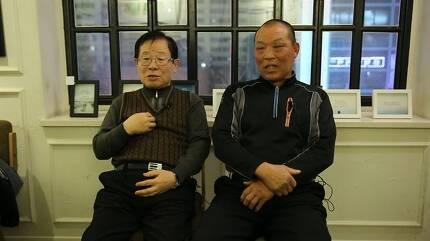 박종철 고문치사사건의 진범이 따로 있음을 세상에 알렸던 전 영등포교도소 교도관 안유(왼쪽), 한재동(오른쪽) 씨가 지난 5일 경기 안양시 한 카페에서 인터뷰를 하고 있다. 박고은 PD