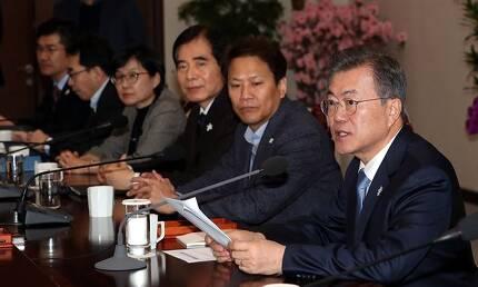 문재인 대통령이 5일 오후 청와대 여민관에서 열린 수석보좌관회의에서 발언하고 있다. 고영권 기자