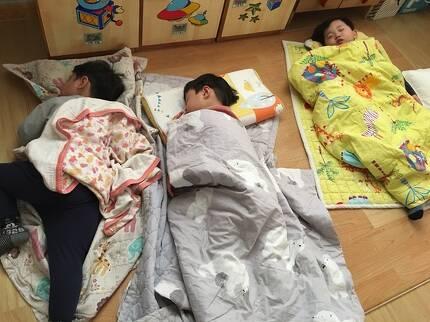 아이들은 점심 식사를 한 뒤 천사같은 모습으로 낮잠을 잤다. [임현동 기자]