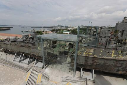 경기도 평택의 해군 제2함대사령부 내부에 전시된 천안함. 류우종 기자 wjryu@hani.co.kr