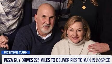 【로스앤젤레스=뉴시스】 10대 청년으로부터 세상에 둘도 없는 값진 피자를 배달받은 리치 모건과 아내 줄리. <사진=CNN 캡처 /> 2018.10.22