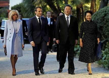 이탈리아를 먼저 방문한 시진핑 주석이 프랑스 니스로 들어오자 마크롱 대통령 부부가 남부로 가 비공식 만찬을 했다. [AP=연합뉴스]