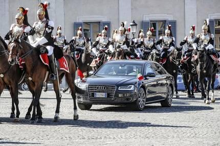 이탈리아에서 시진핑 주석은 기마대의 호위를 받으며 대통령궁에 입장하는 '황제 의전'을 받았다. [AP=연합뉴스]