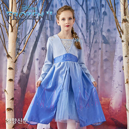 이랜드리테일에서 '겨울왕국2 공식 에디션'으로 출시한 엘사 드레스.