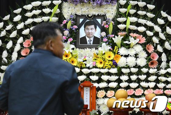 세월호 실종자 구조작업에 나섰다가 희생된 민간잠수부 故 이광욱씨. © News1