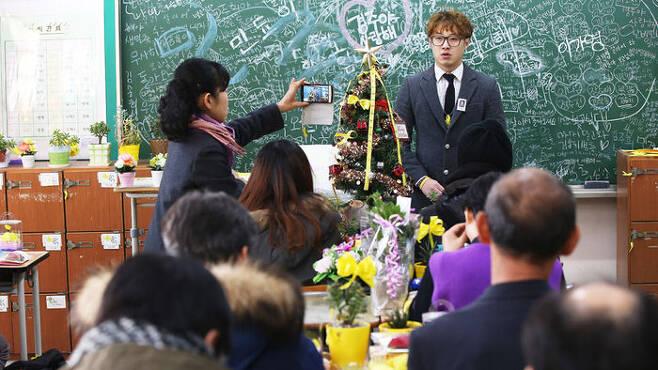 10일 오후 경기도 안산시 단원고등학교에서 열린