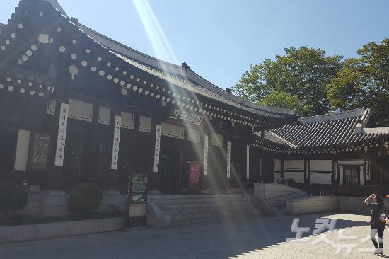 '한국의 집' 안에 위치한 한옥집 (사진=김구연 기자)