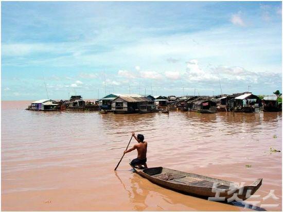 동남아시아에서 가장 큰 호수로 캄보디아인들에게 60% 이상의 단백질을 제공하는 톤레삽 호수(사진=투어2000 제공)