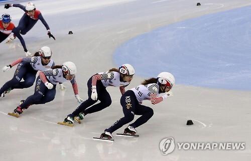 2016년 12월14일 2018 평창동계올림픽 쇼트트랙 경기장인 강릉 아이스아레나에서 여자 국가대표 쇼트트랙 선수들이 훈련하고 있다. [연합뉴스 자료사진]