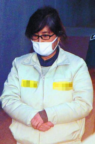 국정농단 주범으로 구속 기소된 최순실씨가 13일 오전 서울 서초구 서울중앙지법에 출석하고 있다. 뉴시스