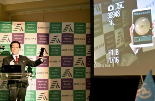[뉴욕 교도=연합뉴스 자료사진] 미국 뉴욕 시내에서 기자회견을 통해 미국와 일본이 연대한 원격의료 추진을 설명하는 요시다 아키토시 일본 아사히카와 의과대학 학장.