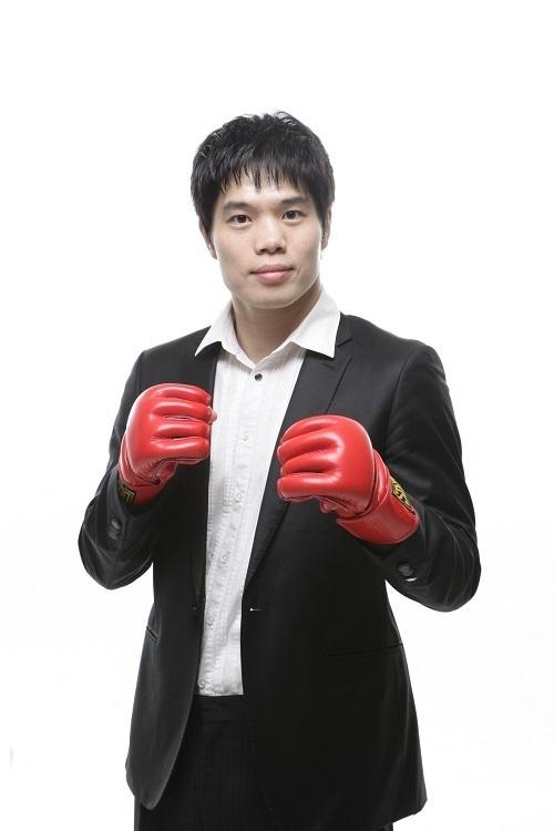 UFC 김대환 해설위원의 XTM 리얼리티 프로그램 '주먹이 운다' 출연 당시 프로필 사진.