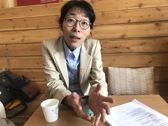 """'안아키' 운영자였던 김효진 한의사는 """"부모에게 약을 덜 쓰고 자연 면역력을 길러주는 방법을 가르쳐 준 것일 뿐""""이라고 주장했다. 이민영 기자"""