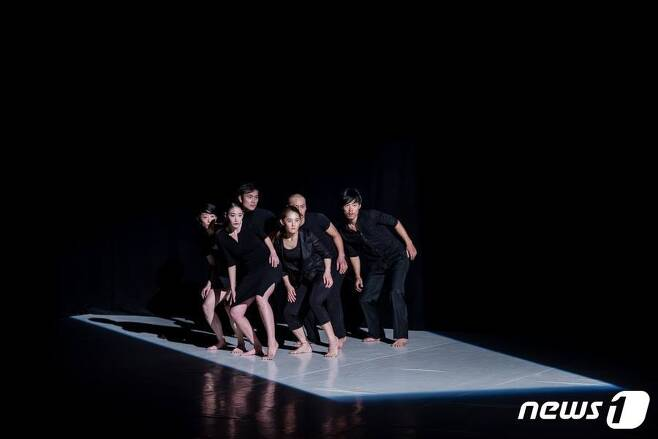 현대무용 '프로젝트-망각' 공연장면 © News1