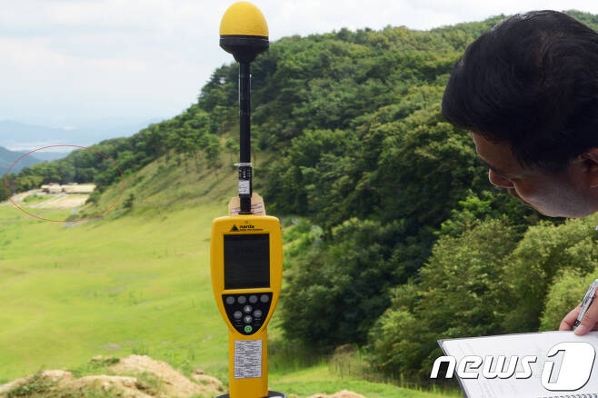 환경부과 국방부는 12일 사드(THAAD·고고도미사일방어체계)가 배치된 경북 성주 기지에서 환경영향평가를 실시했다. (주한미군제공)2017.8.12/뉴스1 © News1 정우용 기자