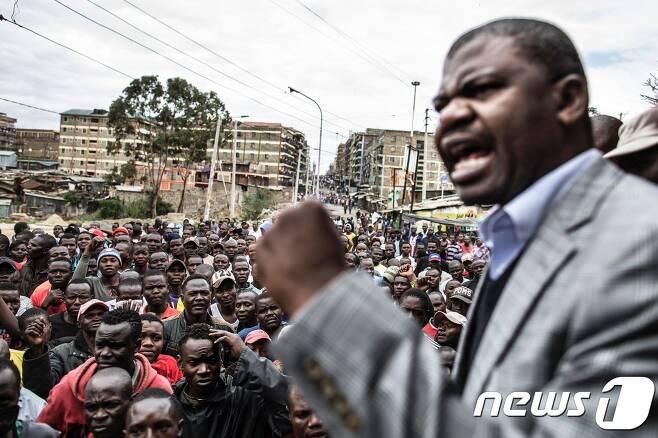 케냐에서 우후루 케냐타 현 대통령의 재선이 확정된 대선 결과에 불복하는 야권 시위가 번지고 있다. © AFP=뉴스1