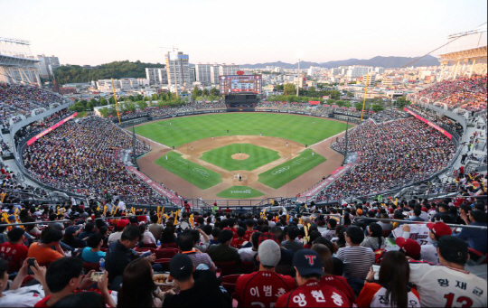2만500석 관중석이 가득찬 광주 기아챔피언스필드. 사진제공=KIA 타이거즈