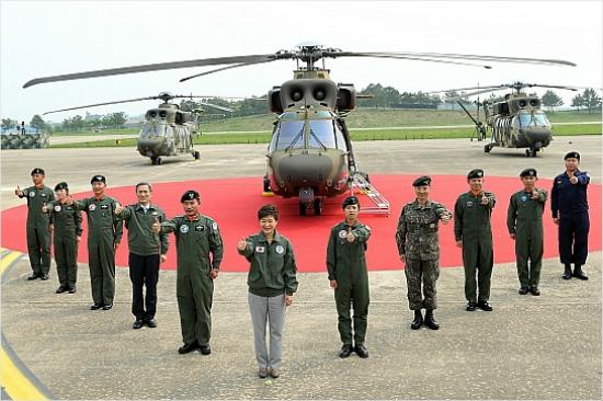 '수리온'' 첫 실전배치 기념식에 참석한 박 전 대통령 (사진=청와대제공)