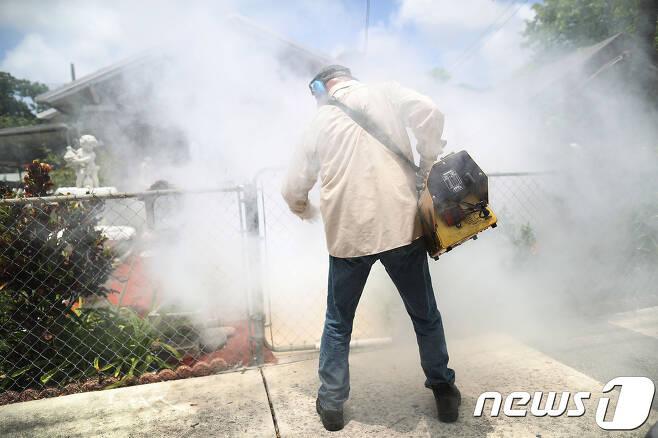 방재 작업 중인 농민. (자료사진) © AFP=뉴스1