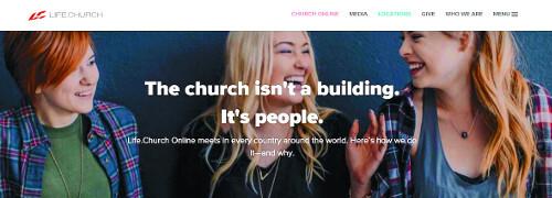 """미국 라이프교회 온라인의 메인화면. """"교회는 건물이 아니다. 사람들이다""""라는 문구가 적혀 있다. 라이프교회 온라인 홈페이지"""