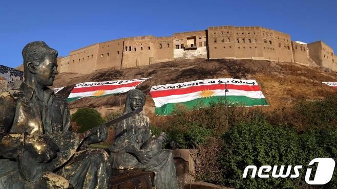 23일(현지시간) 쿠르드족 분리독립 투표 깃발이 붙은 자치지역 아르빌의 모습. © AFP=뉴스1