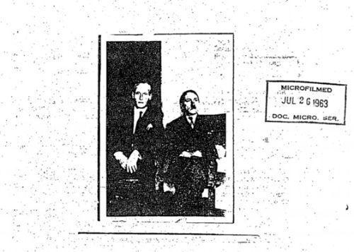 최근 기밀해제된 미국 CIA 정보원 문서에는 히틀러가 1955년에도 콜럼비아에서 생존해있었다는 증언과 함께 한장의 사진을 공개했다. 사진은 1954년 콜럼비아에서 촬영된 것으로 추정되며 사진 우측의 인물이 히틀러로 추정되는 인물이다. 좌측은 독일 SS대원. [사진 미국 CIA 기밀문서 자료(https://goo.gl/iPvHX6)]