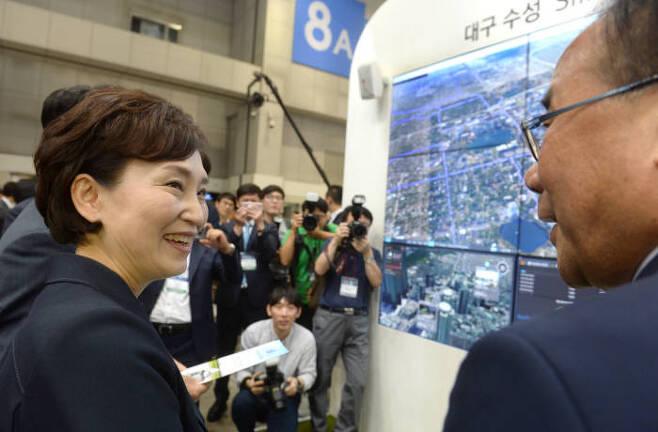 월드스마트시티위크에 참석한 김현미 장관