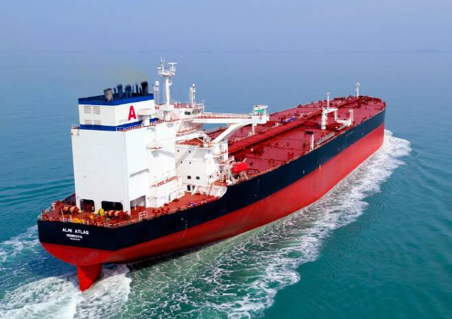 현대삼호중공업이 세계 최초로 황산화물 배기가스 세정장치를 장착해 만든 초대형 원유운반선(VLCC)