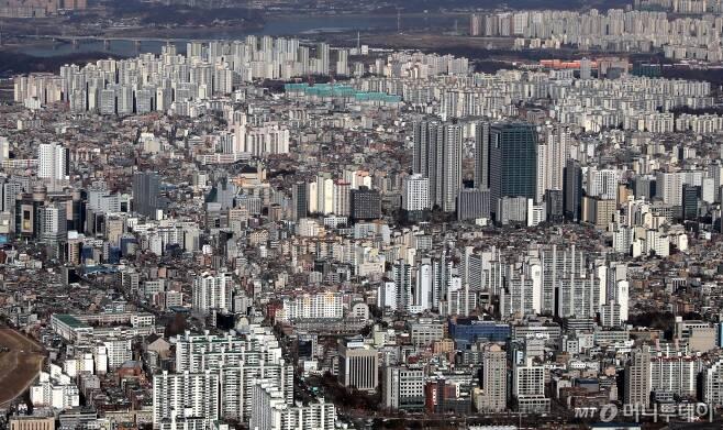 서울 송파구 롯데타워 전망대에서 바라본 강남의 아파트, 빌딩 전경. /사진제공=뉴시스