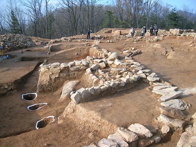 아차산 홍련봉 보루 발굴 사진