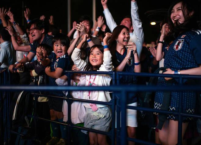▲ 환호하는 일본 국민들 ⓒAFC