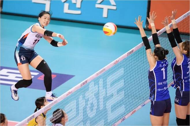 KGC인삼공사와 GS칼텍스에서 쏠쏠한 활약을 했던 김진희는 2018~2019시즌을 앞두고 줄어든 입지 탓에 자유신분선수 자격으로 새로운 소속팀을 찾아 나섰다.(사진=한국배구연맹)