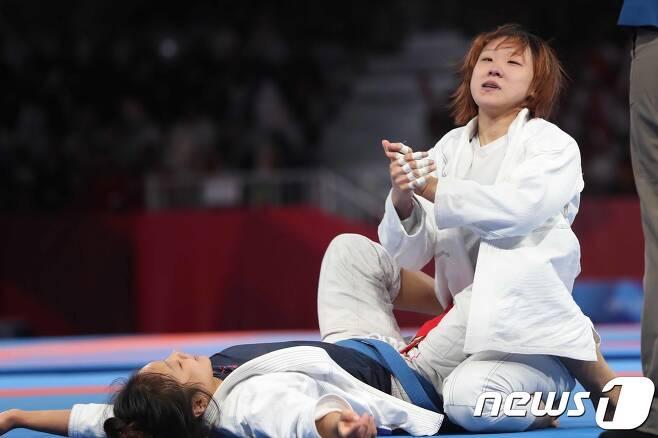 25일 오후 인도네시아 자카르타 컨벤션센터 어셈블리홀에서 열린 2018 자카르타·팔렘방 아시안게임 주짓수 여자 62kg급 결승전에서 성기라가 기뻐하고 있다. 이날 성기라는 싱가포르의 티안 엔 콘스탄스 리엔을 4-2로 제압하고 금메달을 차지했다. 2018.8.25/뉴스1 © News1 임세영 기자