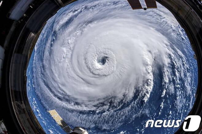 우주에서 바라본 허리케인 플로렌스. © AFP=뉴스1