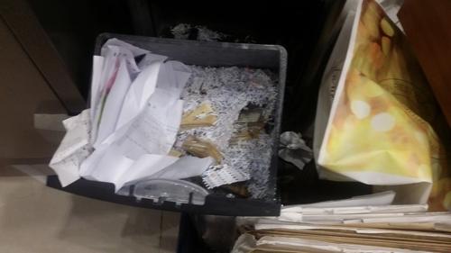 세무조사가 나오자 쓰레기통에 숨겨진 현금뭉치 [국세청 사진제공=연합뉴스]