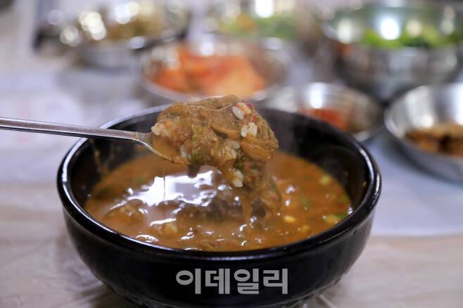 순천, 영암, 보성 등에서는 보양음식으로 유명한 '짱뚱어탕'